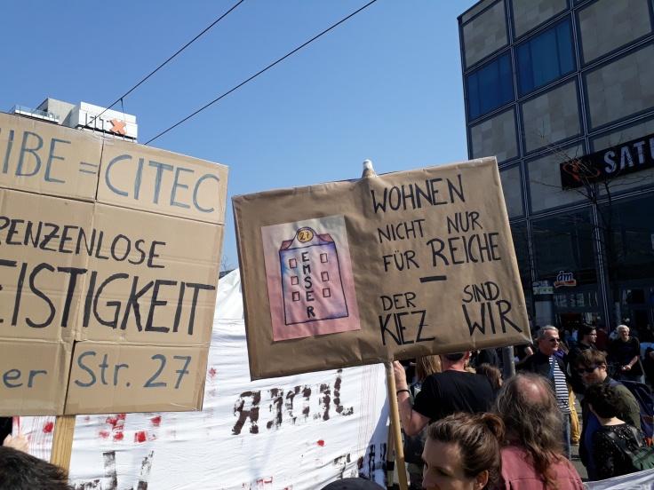 """Plakat """"Wohnen nicht nur für Reiche"""""""