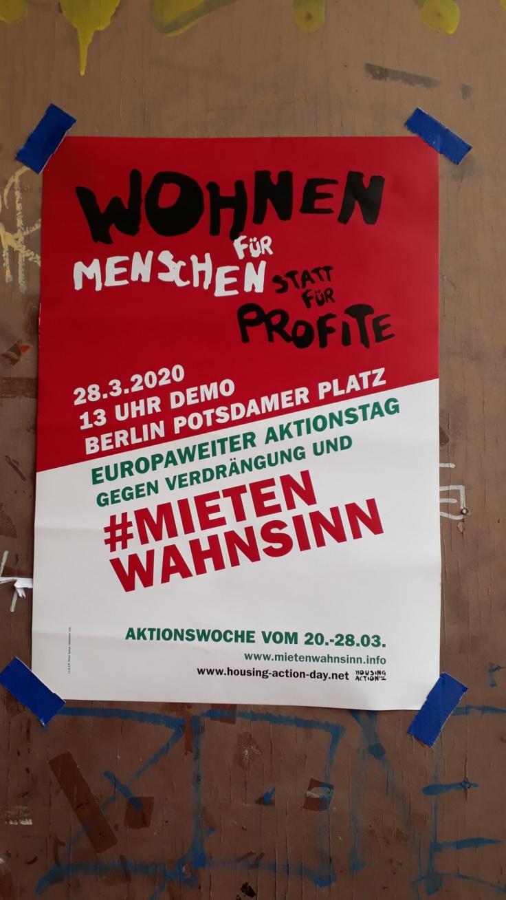 Ein Plakat, das zur Teilnahme an der Demo Mietenwahnsinn aufruft